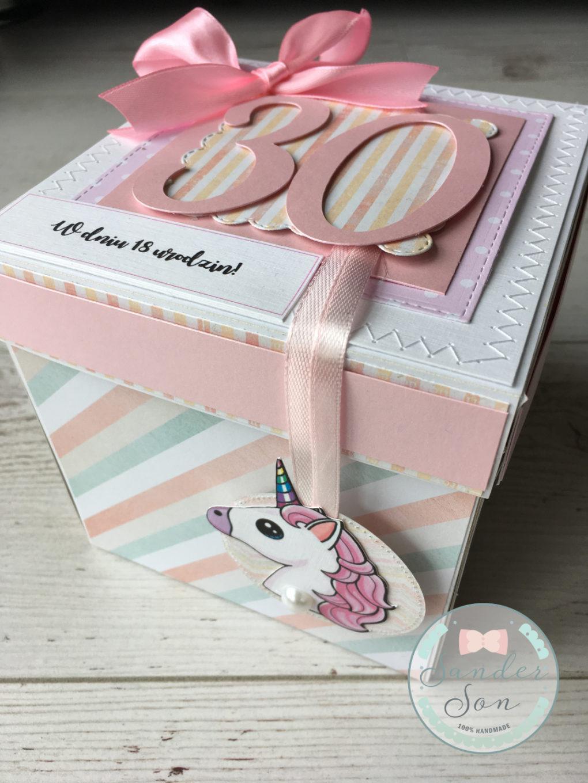 Exploding box z motywem jednorożca. Kolorowe pudełko na prezent urodzinowy.