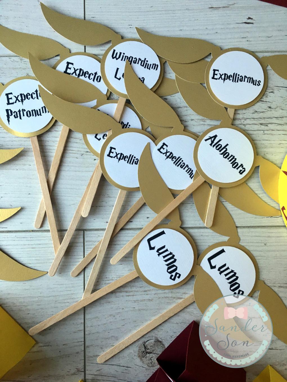 pikery w kształcie golden snitch z napisami zaklęć