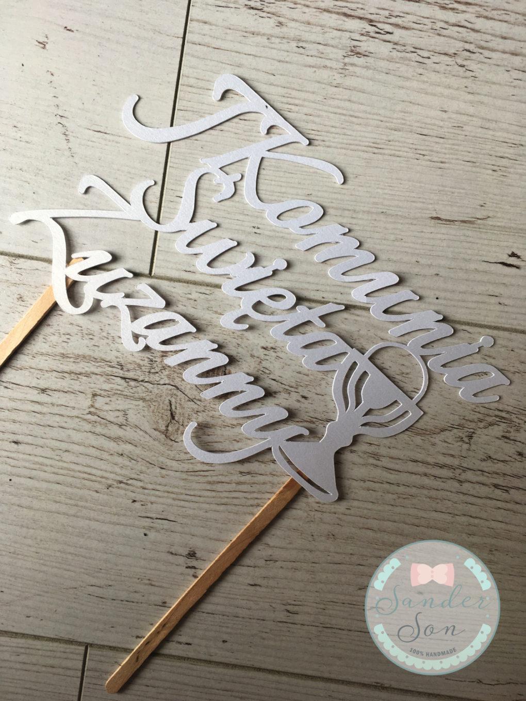 cake topper z napisem I Komunia Święta Zuzanny oraz kielichem w kolorze białym